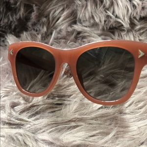 Beautiful Givenchy 7010/S sunglasses 💯 authentic